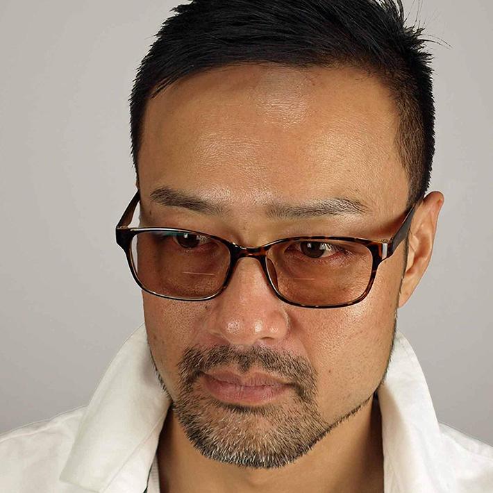 おしゃれな紳士のための遠近両用デザイン眼鏡